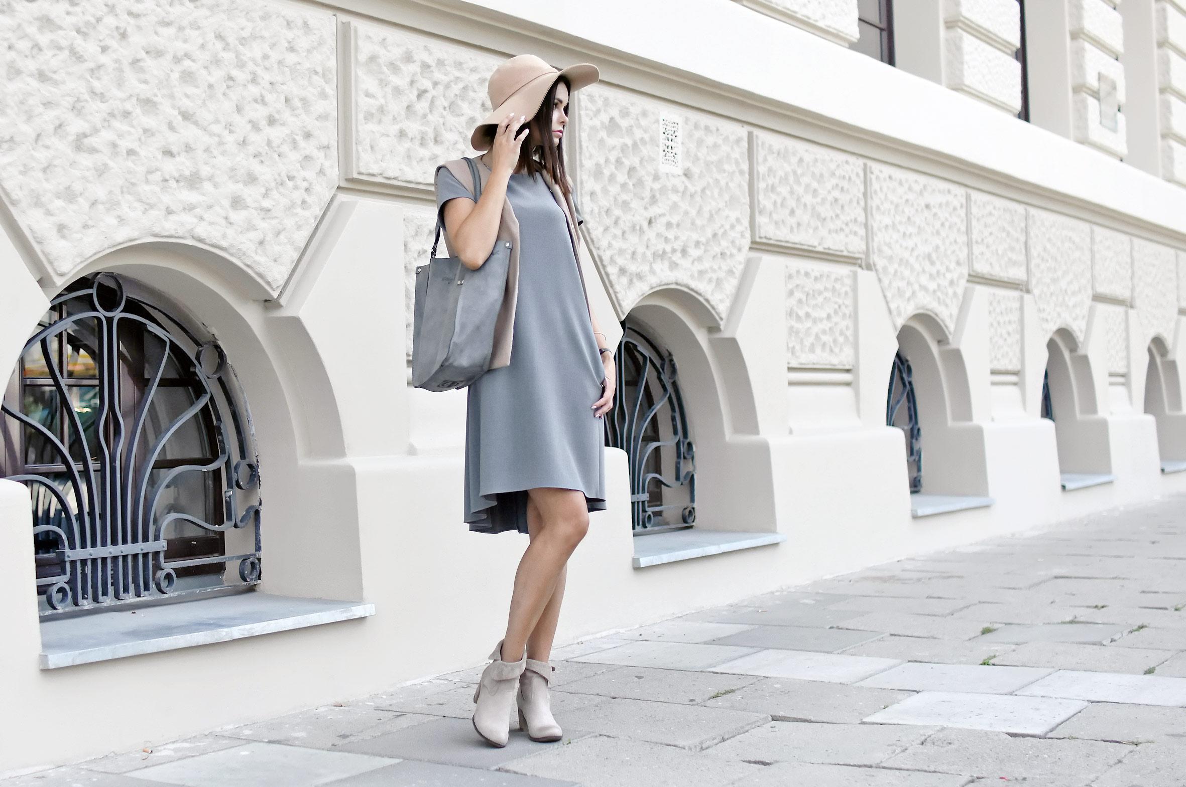 Rozkloszowana szara sukienka oversize