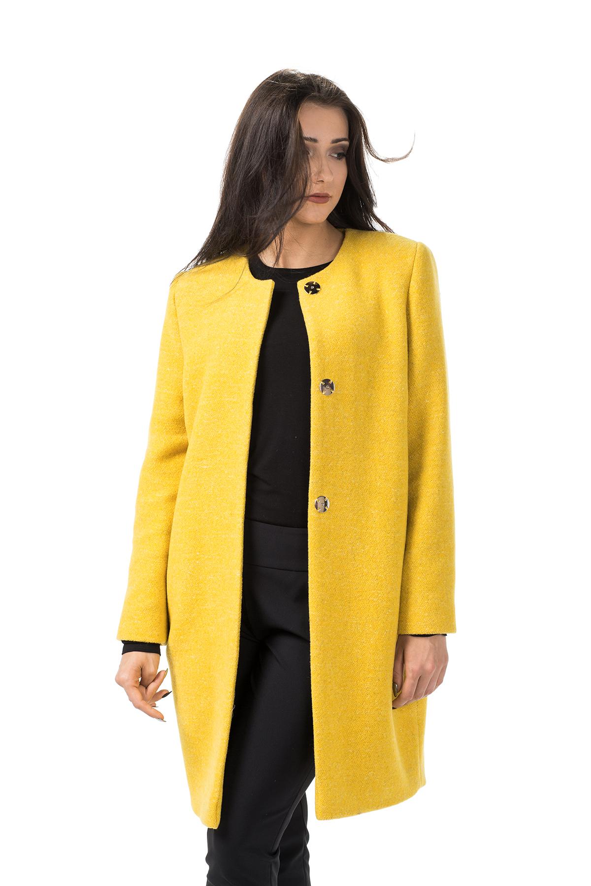 Musztardowy wełniany płaszcz
