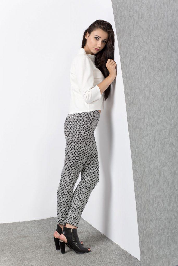 Dopasowane spodnie w geometryczny wzór