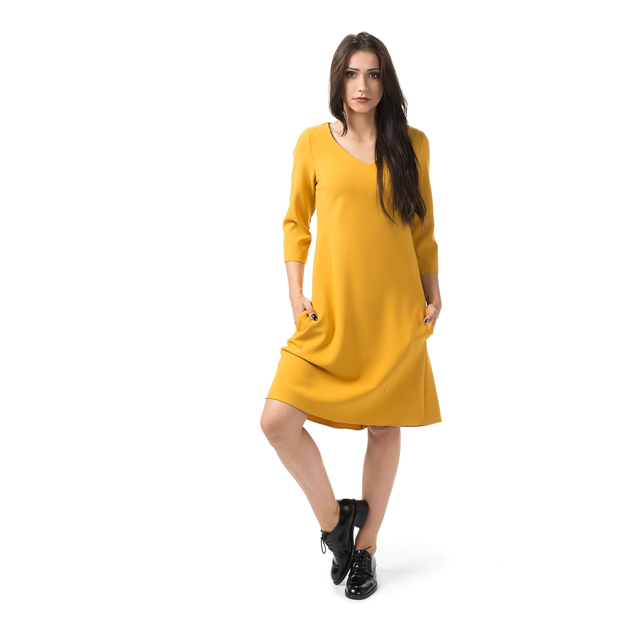 sukienka-trapezowa-musztardowa-midi-kola