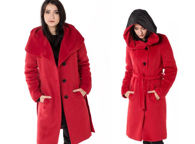 Czerwony płaszcz wiązany z kapturem