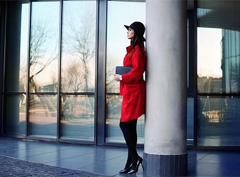 Czerwony oversizowy płaszcz