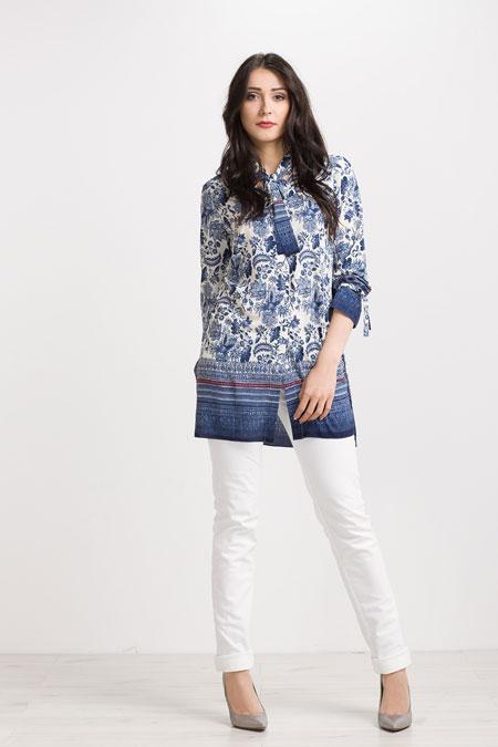 Dłuższa bluzka w niebieskie kwiaty