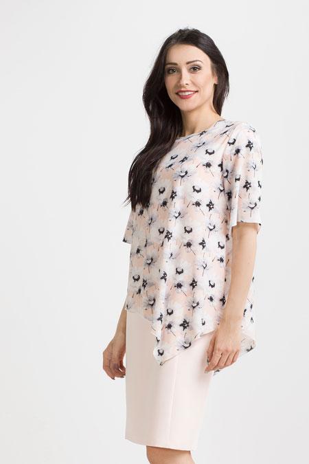 Brzoskwiniowa sukienka tuszująca