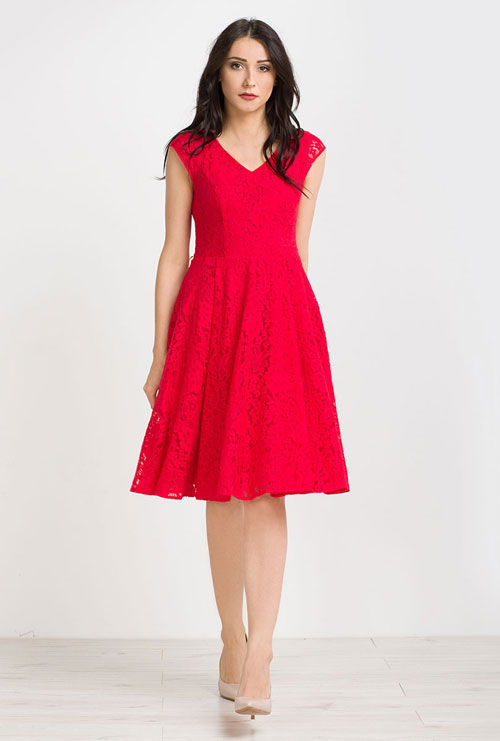 Czerwona rozkloszowana sukienka