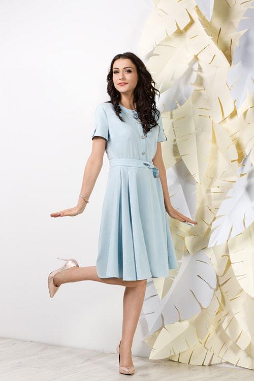 Rozkloszowana błękitna sukienka