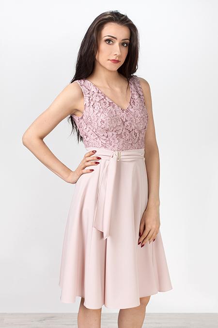 Różowa sukienka z koronki na wesele
