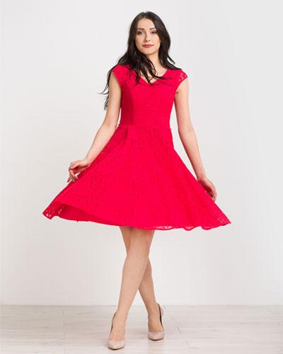 Czerwona rozkloszowana koronkowa sukienka na wesele