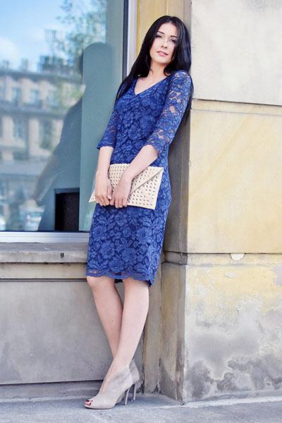 Granatowa dopasowana sukienka Karola