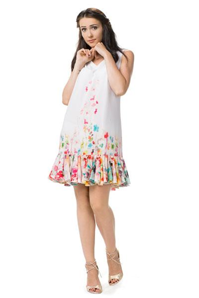 Sukienka midi z falbanką na dole w kwiaty