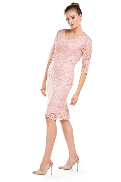 Dopasowana koronkowa sukienka pudrowy róż