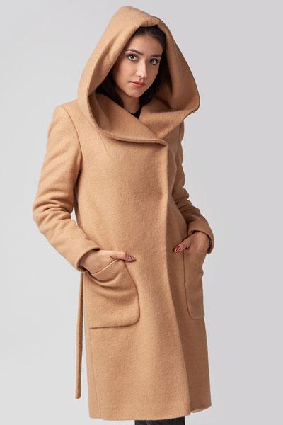 płaszcz-z-kapturem