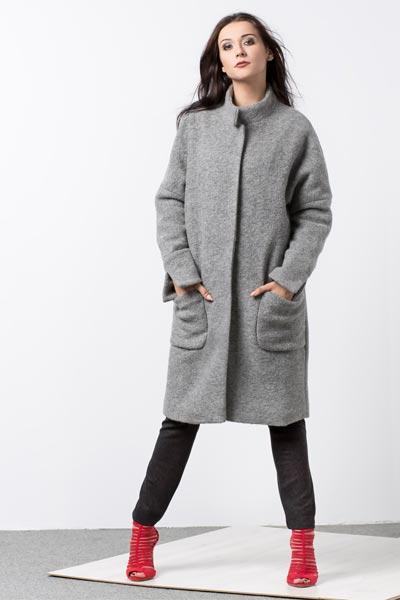 Oversizowy wełniany płaszcz