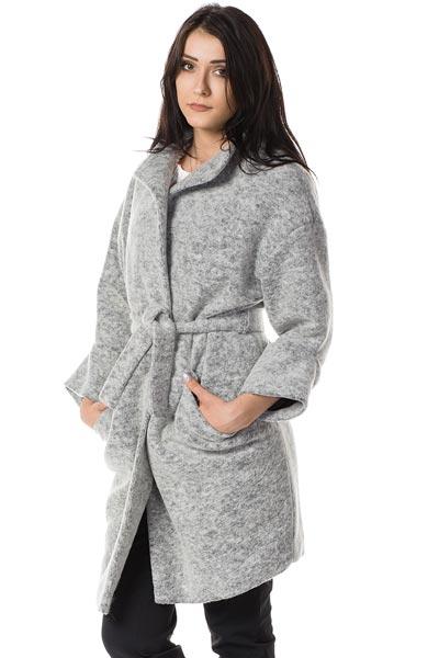 Wiązany wełniany płaszcz