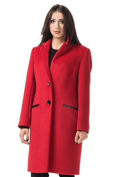 Czerwony płaszcz dyplomatka