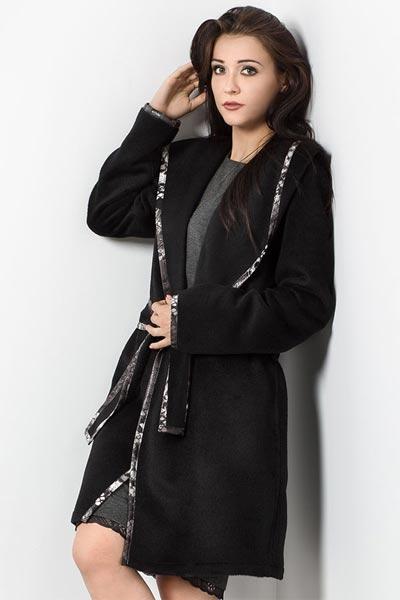 Wiązany płaszcz z kapturem