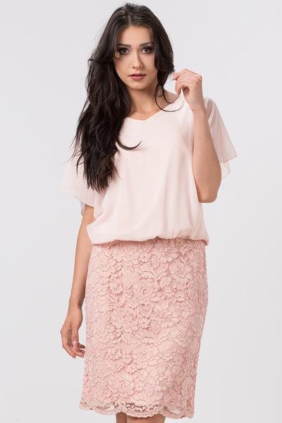 Jak ubrać się do pracy? Możesz na różowo! Lekka szyfonowa sukienka z koronką pudrowy róż