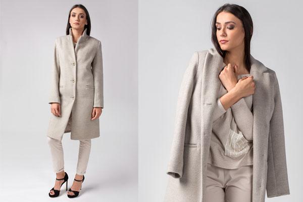 Płaszcz dyplomatka beżowy doskonale dopełni stylizację złożoną z ubrań basic