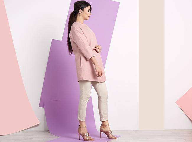 Eleganckie beżowe spodnie doskonale zastąpią sukienkę na oficjalnych spotkaniach