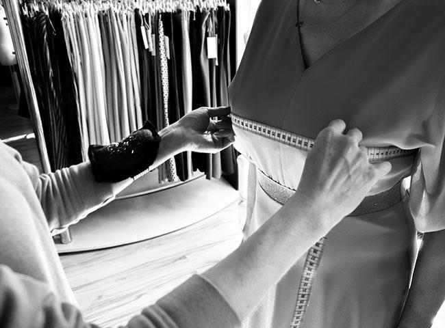 Dopasowanie sukienki w biuście, indywidualne poprawki