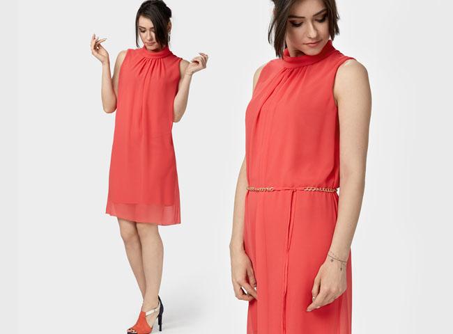 Letnia sukienka w ognistej czerwieni z szyfonu, tuszująca
